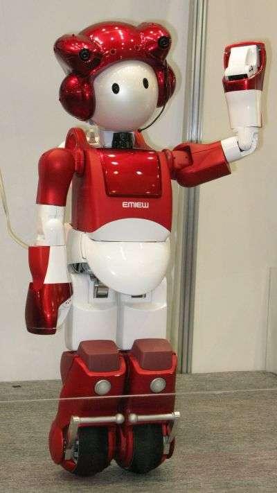 En 2008, les robots, comme le petit Emiew 2, ont poursuivi leur chemin... © Hitachi