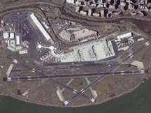 Vue aérienne de l'aéroport Ronald Reagan (USA)Crédit : http://www.spaceimaging.com
