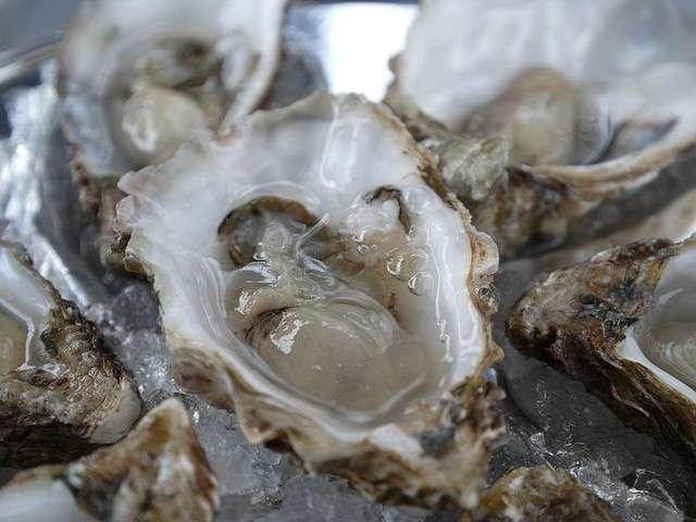 Les huîtres sont très appréciées lors des fêtes de fin d'année. Mais le risque de présence de norovirus, et donc de gastro-entérite, ne doit pas être négligé. © Farrukh, Flickr, CC by nc 2.0