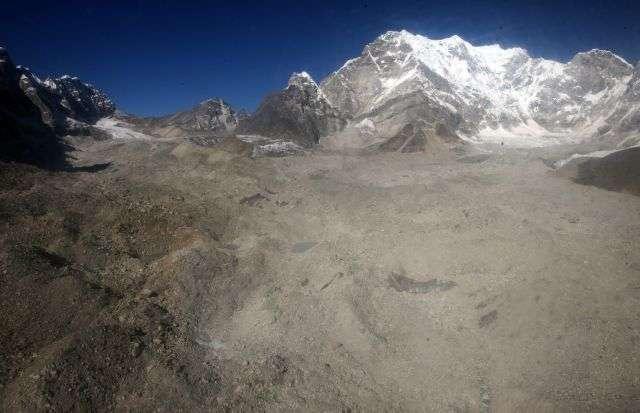 Le dernier âge glaciaire aurait pris fin suite à une importante augmentation de Co2 atmosphérique. Mais cette sortie de glaciation a pris 10.000 ans... (Ici, un glacier dans la région de l'Everest.) © AFP Photo/Prakash Mathema