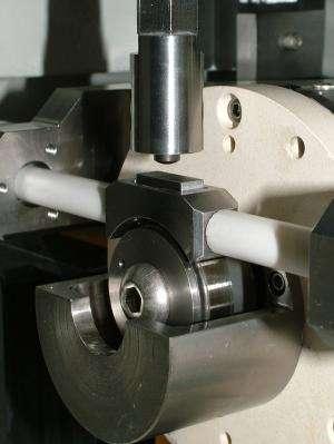 Le dispositif mécanique utilisé pour les expériences des chercheurs. Crédit : Fraunhofer IWM, Fraunhofer-Gesellschaft