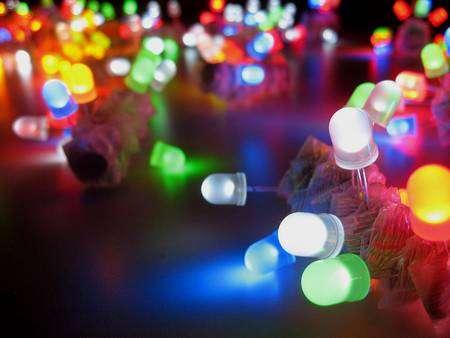 Les Led, qui ont elles-mêmes succédé aux ampoules à incandescence et aux lampes fluo-compactes, seront-elles bientôt remplacées par des cellules électrochimiques électroluminescentes (Lec) ? © Akimbomidget, CC, by-sa 2.5