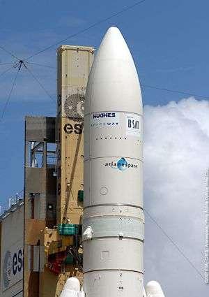 Coiffe du lanceur renfermant les deux satellites. Crédit Arianespace.