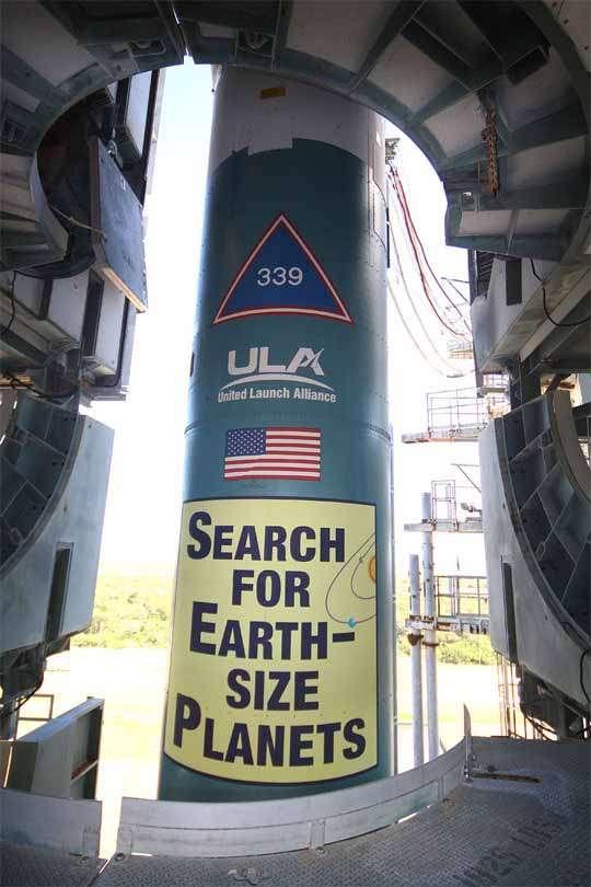 Gros plan sur la fusée Delta 2 emmenant la sonde Kepler. Crédit Nasa