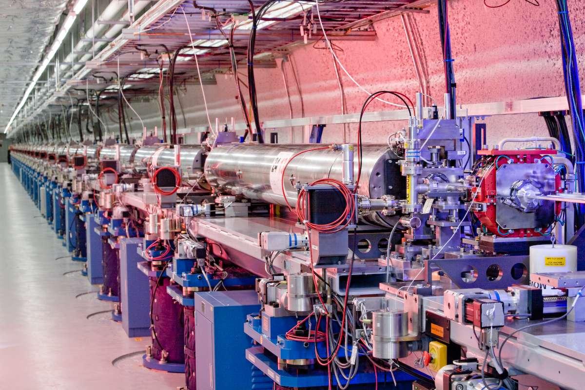 Une vue du dispositif servant à faire fonctionner le laser à électrons libres du LCLS. © Stanford University
