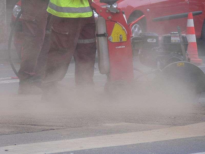 Certaines activités produisent une grande quantité de poussière. Plus celles-ci sont fines, plus elles sont dangereuses pour la santé des personnes exposées. © Lamiot, Wikimedia CC by 3.0
