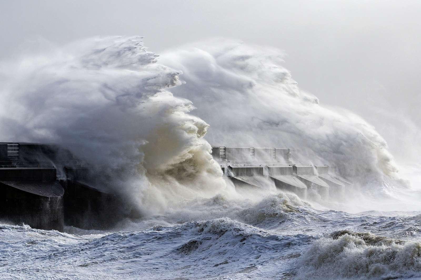 Le réchauffement des océans modifie le régime des vents, ce qui renforce les vagues. © hehaden, Flickr, CC By-NC 2.0