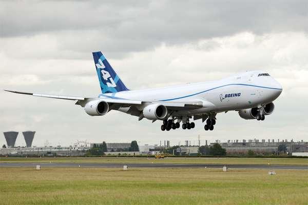 Le Boeing 747-8F, c'est-à-dire la version fret du plus gros porteur de l'avionneur américain, s'est posé au Bourget le 20 juin 2011. © David Barrie/AeroWeb-fr.net