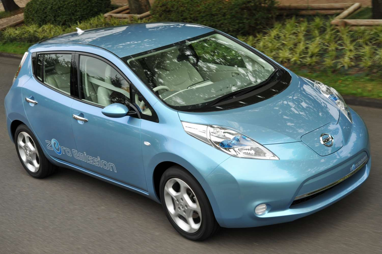 La Nissan Leaf : une puissance de 80 kilowatts, soit environ 110 chevaux, pour une autonomie de 160 kilomètres. Un système de communication automatisé reste en contact avec le réseau des bornes de chargement et l'ordinateur préviendra en cas de risque de panne sèche en pleine nature. © DR