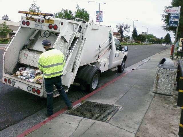 La taxe d'enlèvement des ordures ménagères relève du principe pollueur-payeur. © Richard Masoner CC by-sa 2.0
