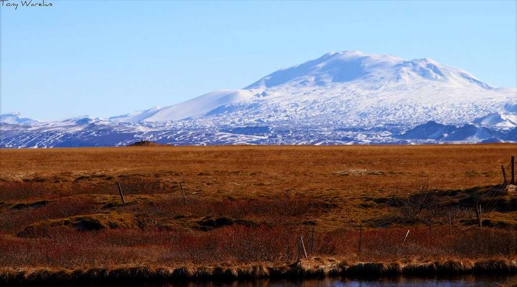 L'Hekla, qui a déjà connu 20 éruptions depuis l'an 874, est sur le point de libérer des cendres et sa lave. Si les éruptions ne sont pas dangereuses, il arrive, lorsqu'elles s'étalent sur plusieurs mois, que les particules dégagées refroidissent les contrées septentrionales. © Fishking_1, Flickr, cc by 2.0