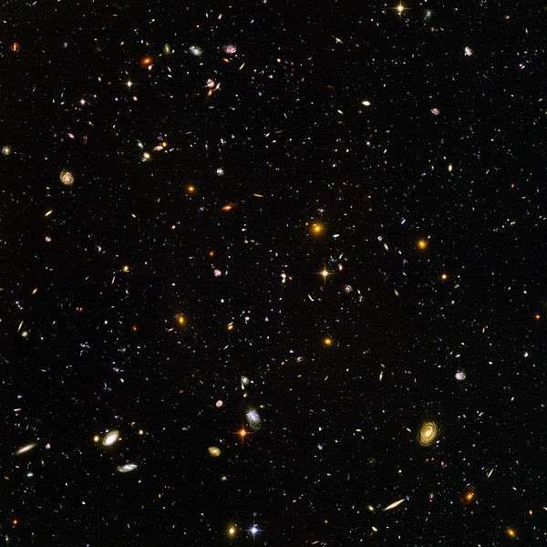 Après le Big Bang, la matière s'est regroupée puis a formé des amas d'étoiles et de planètes regroupées dans des galaxies, visibles aujourd'hui grâce aux yeux surpuissants d'Hubble. © Nasa & Esa, Wikipédia, DP
