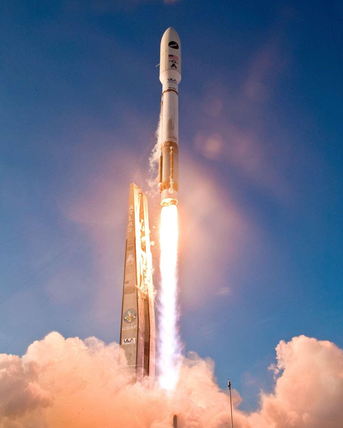 Lancement réussi du deuxième véhicule de test orbital (X-37B). Il devrait rester en orbite pendant au moins 270 jours avant de retourner sur Terre. © Boeing/Unitel launch Alliance
