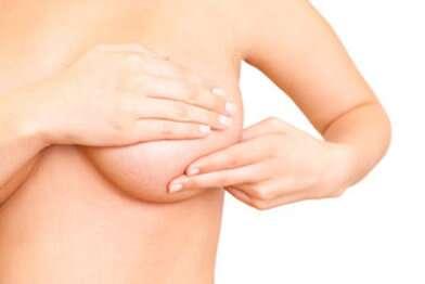 Les professionnels de santé doivent tenir au courant l'Afssaps sur les implants mammaires PIP retirés. © detailblick, Fotolia