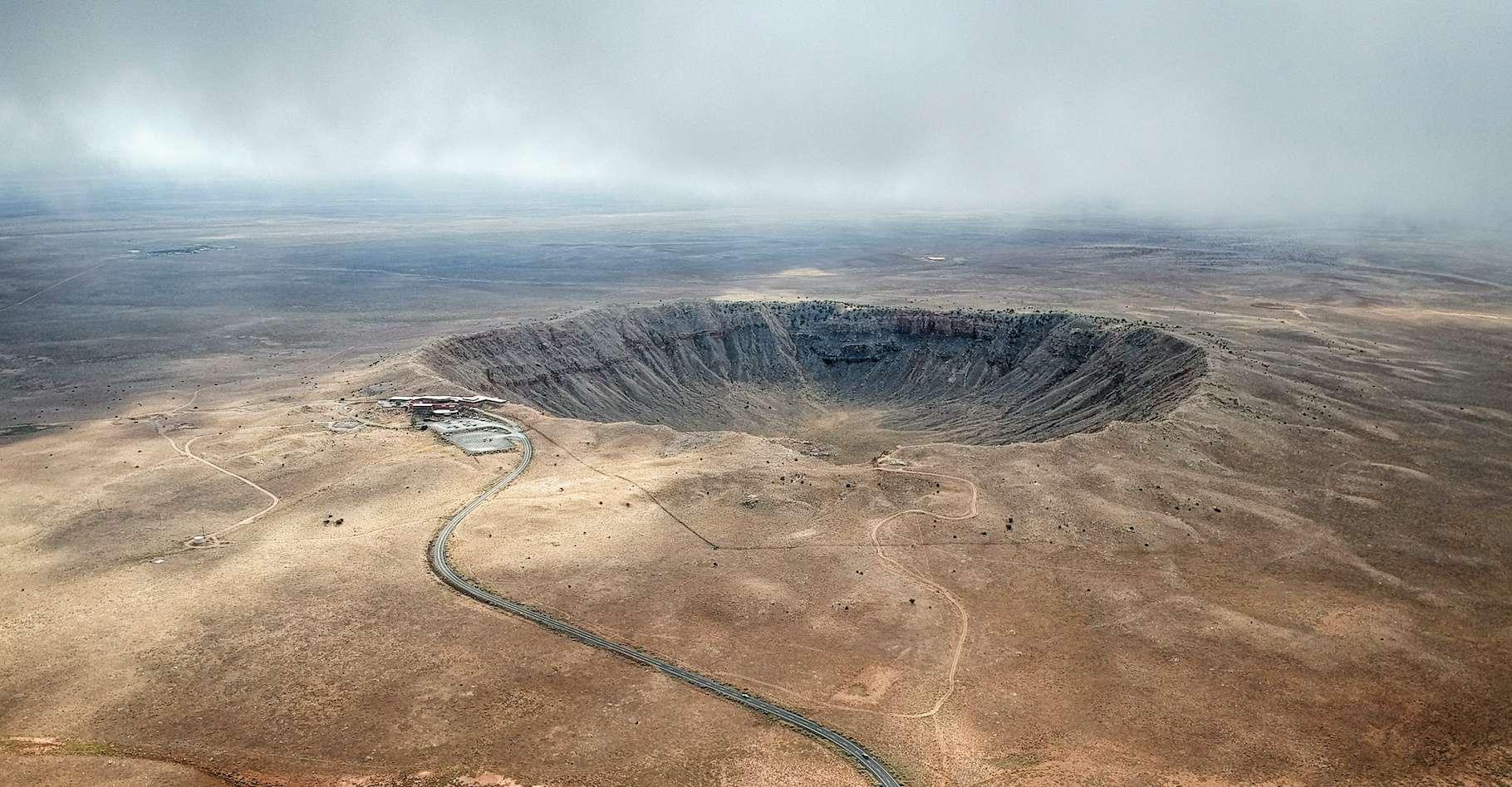 Ici le célèbre Meteor Crater, en Arizone (États-Unis). Un cratère d'impact de plus de 1.200 mètres de diamètre formé il y a environ 50.000 ans. © anderm, Adobe Stock