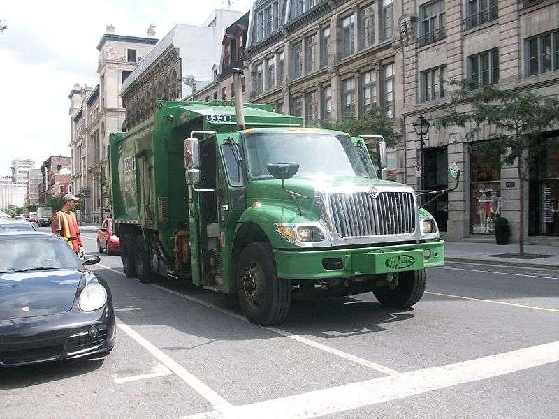 Dans certaines villes, les camions-poubelles sont électriques. Une façon de mieux respecter l'environnement. © Kevin.B, Wikimedia Commons, cc by sa 3.0