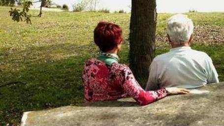 La maladie d'Alzheimer se déclenche très majoritairement au-delà de 60 ans, mais des formes plus précoces peuvent se développer chez de jeunes individus d'une trentaine d'années. © Phovoir
