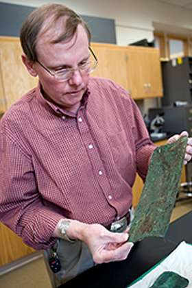 Ken Tankersley au travail en laboratoire. Crédit : University of Cincinnati