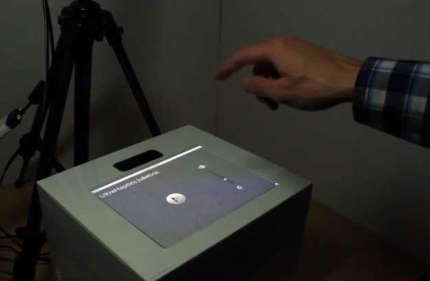 Pour illustrer les capacités de la technologie UltraHaptics, les chercheurs de l'université de Bristol ont créé plusieurs applications. On voit ici l'interface d'un lecteur multimédia dont le bouton et le curseur envoient un retour d'effet qui donne l'illusion de les manipuler physiquement. © Université de Bristol