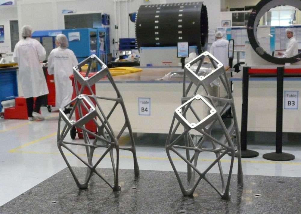Supports d'antenne imprimés. L'utilisation de la technologie 3D sur ce type de pièces comporte de nombreux avantages : des gains sur la masse de l'ordre de 22 %, sur le planning de fabrication de un à deux mois, sur les coûts (environ 30 %) et sur les performances. © Thales Alenia Space