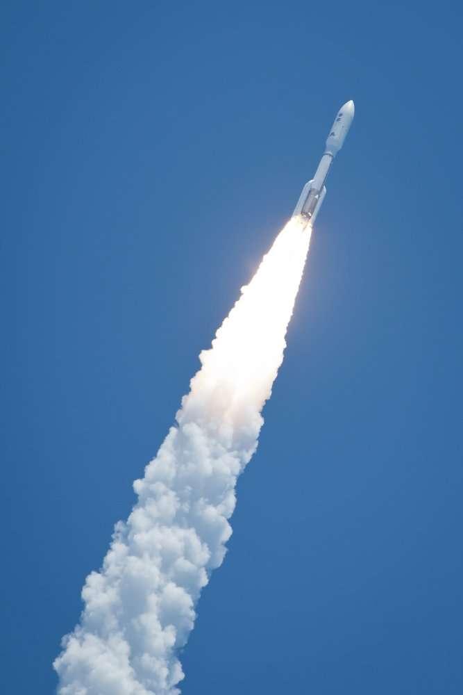 Une Atlas V boostée lance une sonde vers la plus grande planète du Système solaire. © Nasa