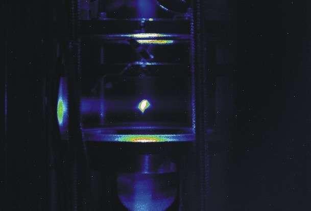 Une expérience sur les gaz ultra-froids et les molécules de Rydberg à l'aide d'un piège magnéto-optique à l'université de l'Oklahoma. © 2005 Shaffer Research Group