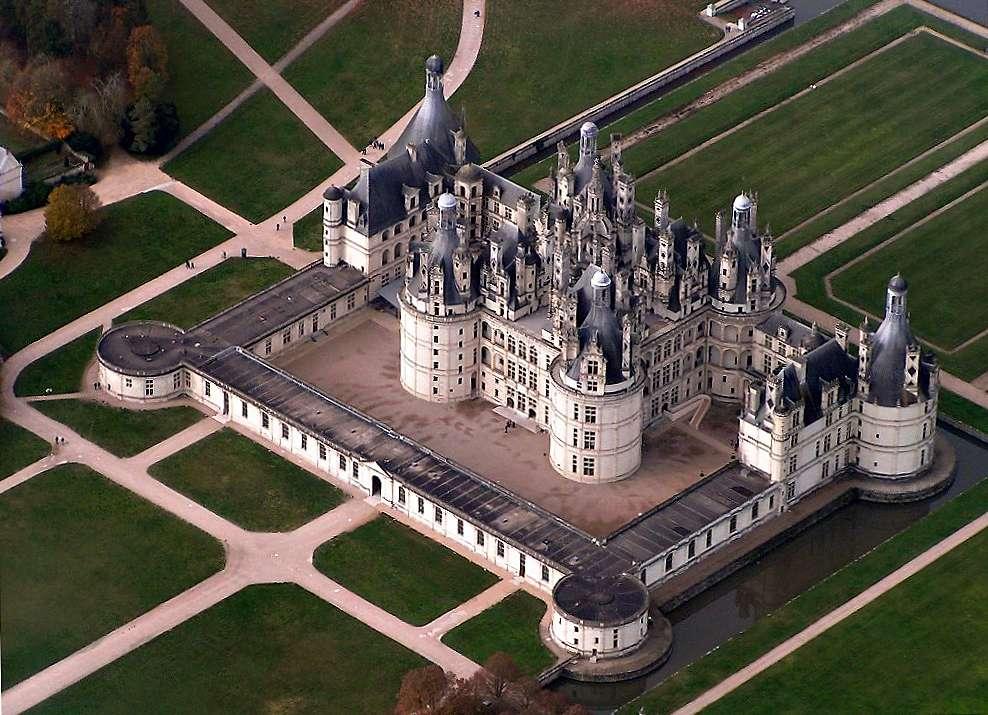 Vue du château de Chambord, l'un des plus célèbres des châteaux de la Renaissance. Il est entré au patrimoine mondial de l'Unesco en 1981. © Elementerre, Wikimedia Commons, cc by sa 3.0
