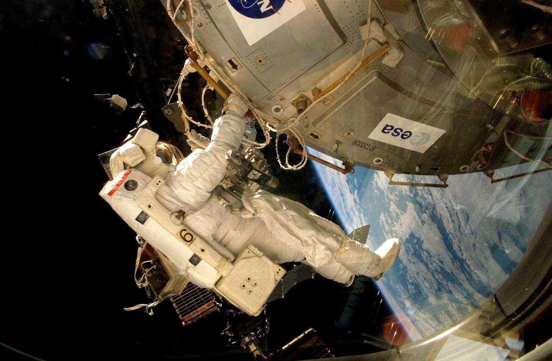 L'environnement martien a été simulé dans la plateforme expérimentale Expose-E de la Station spatiale internationale. Celle-ci fut acheminée jusqu'à l'ISS à bord de la navette Atlantis en 2008 et installée à l'extérieur du module Columbus par l'astronaute belge Frank de Winne. © Esa