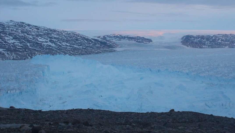 La rupture spectaculaire du glacier Helheim au Groenland