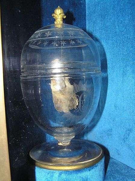 L'urne contenant le cœur attribué à Louis XVII, fils de Louis XVI et conservée à la basilique de Saint-Denis (Seine Saint-Denis). © Pierre-Emmanuel Malissin et Frédéric Valdes/licence CC