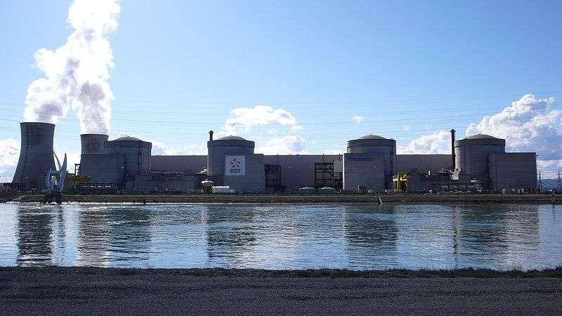 La centrale nucléaire du Tricastin a été construite en 1974. Les deux premiers réacteurs ont été mis en service en 1980. Les deux autres ont quant à eux été lancés en 1981. La puissance totale de la centrale est de 3.600 MW. © Sancio83, Wikimedia commons, DP