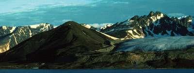 Le volcan Sverrefjell d'une hauteur de 500m