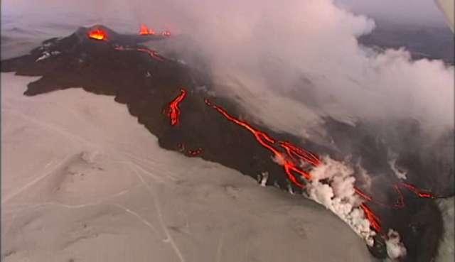 Une vue des coulées de lave de l'éruption du volcan Eyjafjöll. Crédit : islande2010.mbnet