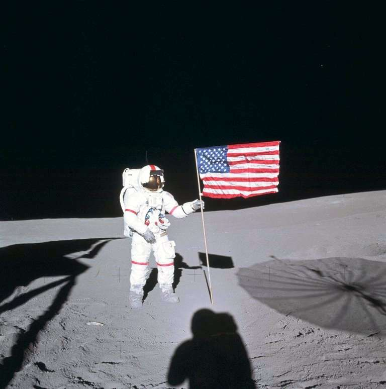 Alan Shepard (1923-1998) a été est le premier astronaute américain le 5 mai 1961, lors du vol Mercury-Redstone 3 (MR3), où il pilota la capsule Freedom 7 pour un vol suborbital de 15 minutes. Il a été le cinquième homme à marcher sur la Lune en 1971 avec la mission Apollo 14. © Nasa