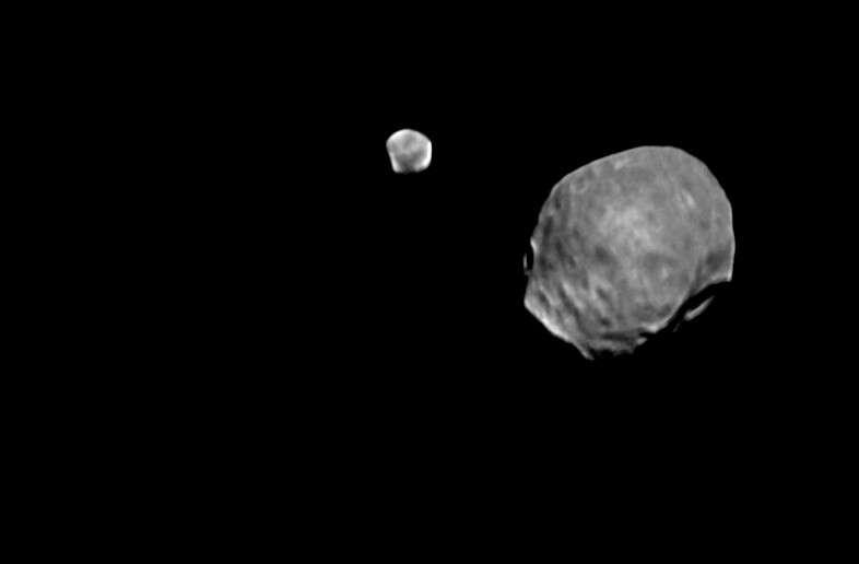 Phobos et Deimos sous l'œil de Mars Express. © Esa
