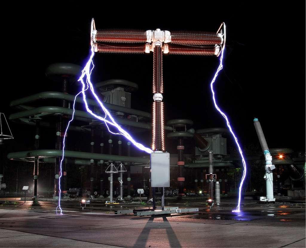 Le courant de défaut apparaît lors d'un court-circuit, comme ici. © Worklife Siemens, CC BY-NC-ND 2.0, Flickr