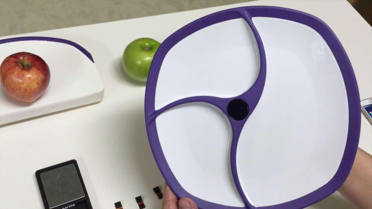 SmartPlate sera t-elle l'assiette du futur de la nutrition ? Dotée de capteurs vidéo, elle peut reconnaître les aliments et évaluer le bon suivi d'un régime adapté pour une meilleure santé. © SmartPlate