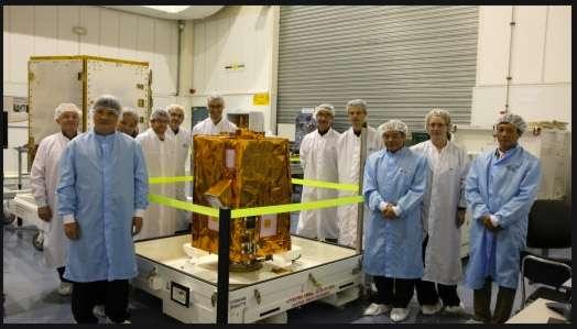 Le premier satellite d'observation de la Terre du Vietnam (VNREDSat-1) est actuellement construit par Astrium. Il sera lancé en 2013 et rejoint en orbite, trois ans plus tard, par VNREDSat-2. © Astrium