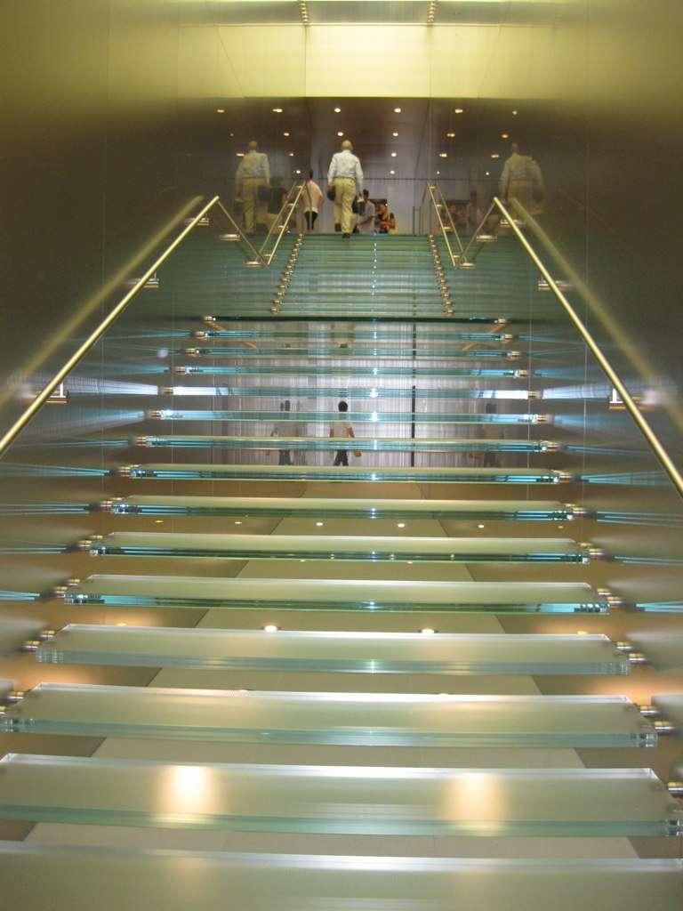 Un escalier en verre saura se fondre dans le décor. © Avilasal, Flickr, CC BY 2.0