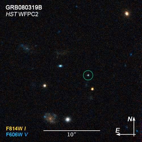 Le GRB 080319B vu par Hubble (cercle bleu). Crédit : Nasa, Esa, N. Tanvir, E. Rol (University of Leicester), A. Fruchter (STScI), A. Levan (University of Warwick)