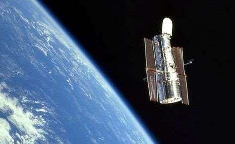 Le télescope spatial Hubble photographié après sa dernière visite de maintenance. Crédit Nasa