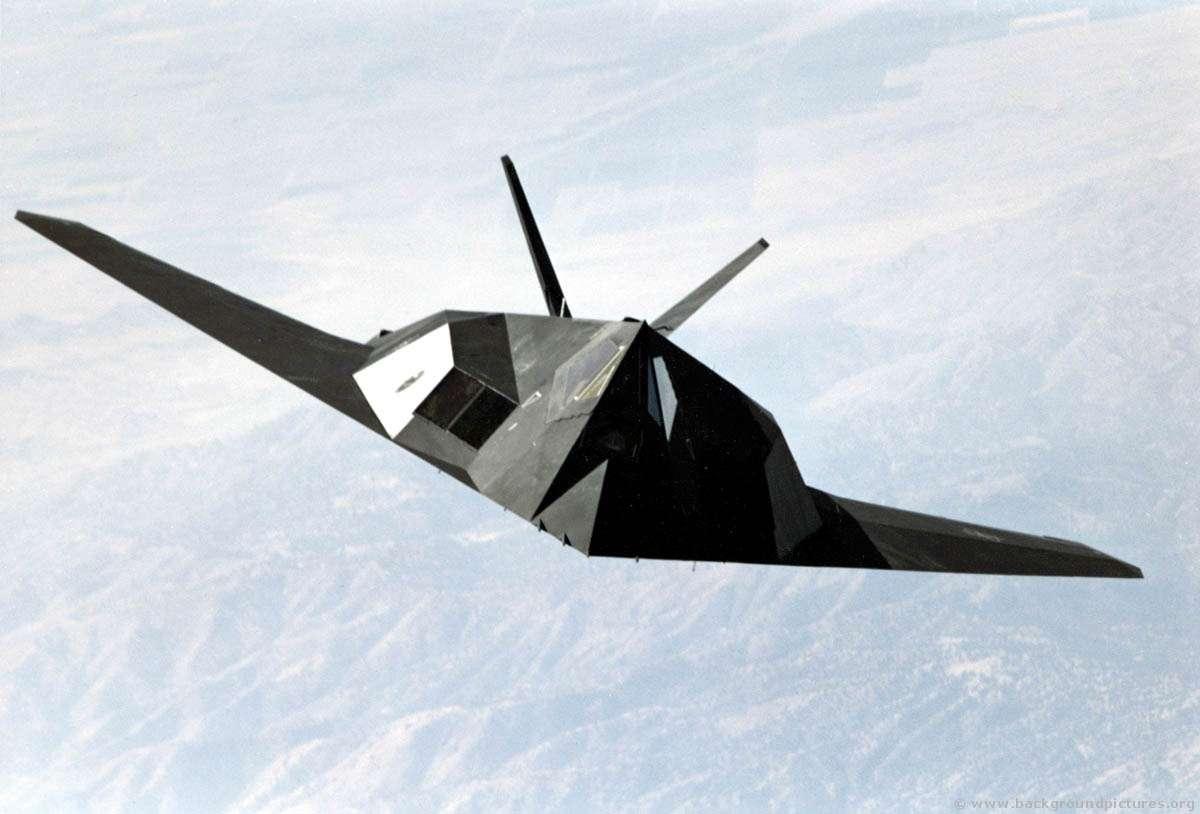 Le F-117A Nighthawk dans les airs. © DR