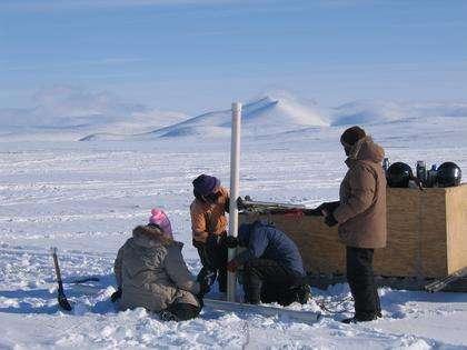 Exceptionnellement préservé, le fond d'un lac canadien, sur l'île de Baffin, raconte deux cent mille ans de climat. © JasonBriner/UniversityColoradoBoulder