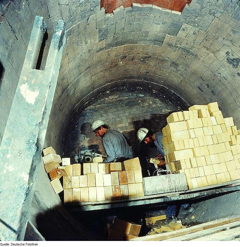 Les matériaux réfractaires les plus utilisés, comme les briques réfractaires, possèdent une forte inertie thermique. © Eugen Nosko, CC BY-SA 3.0, Wikimedia Commons