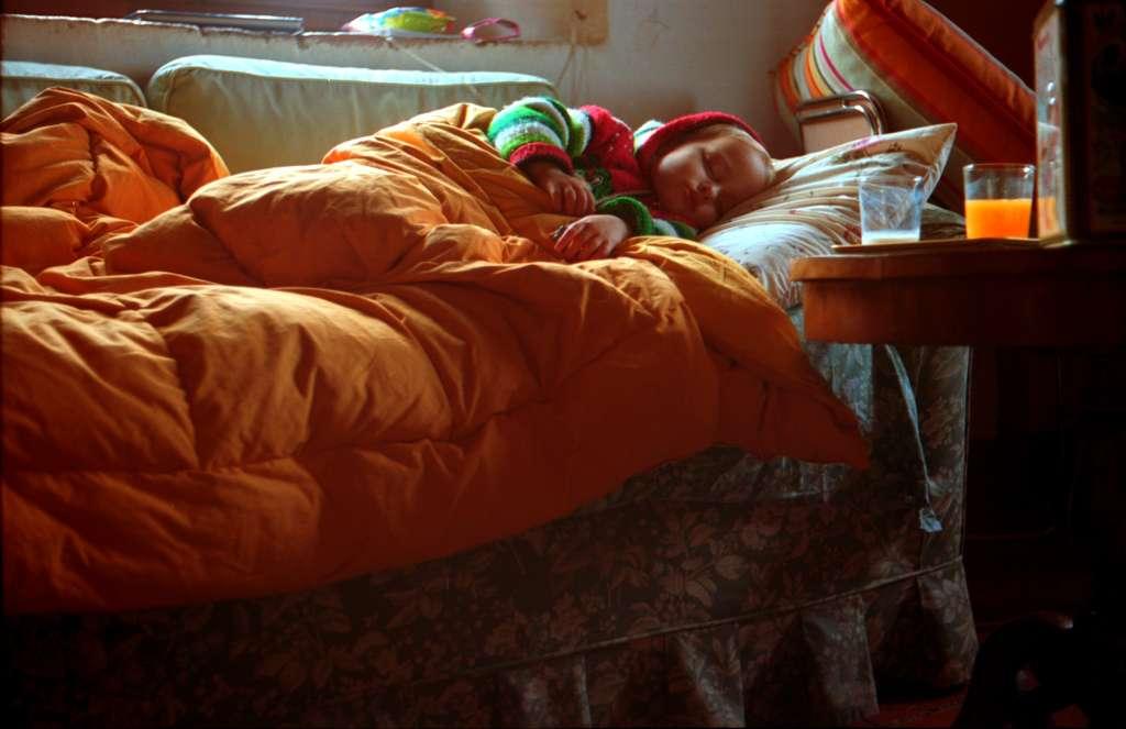 Lorsqu'un enfant tombe malade, il est conseillé de voir avec son pédiatre la marche à suivre pour le prendre en charge. © Matteo Bagnoli, Flickr, cc by 2.0