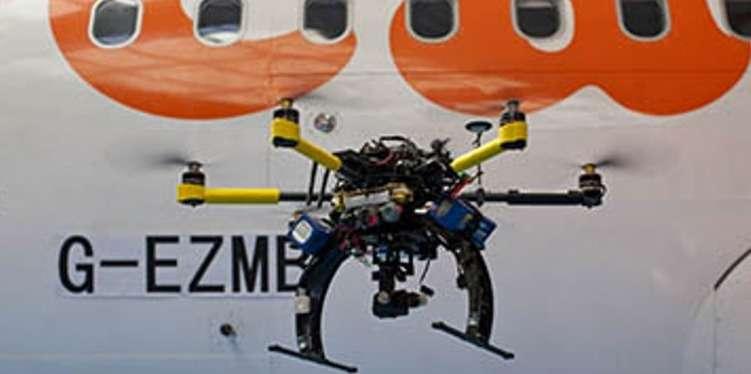 La compagnie aérienne britannique EasyJet va utiliser des drones pour inspecter plus facilement les parties externes de ses avions. Ils seront mis en service en 2015. © EasyJet
