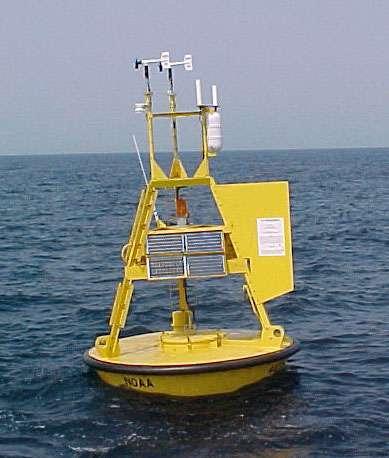 L'US National Oceanic and Atmospheric Administration (NOAA) a disposé 162 bouées météorologiques de ce type (3 m de diamètre) le long du littoral des États-Unis. © NOAA, Wikimedia Commons, DP