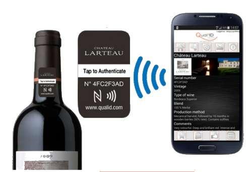Si les craintes liées à la protection des données personnelles font partie des principaux freins du développement du NFC, ces puces peuvent paradoxalement renforcer la sécurité dans certains domaines. C'est notamment le cas des produits de luxe et plus précisément les grands crus de vin. En dotant les capsules de scellés enfermant une puce NFC, la start-up française Qual'ID Solutions permet à l'utilisateur de les authentifier pour éviter les contrefaçons. @ Qualid'ID Solutions