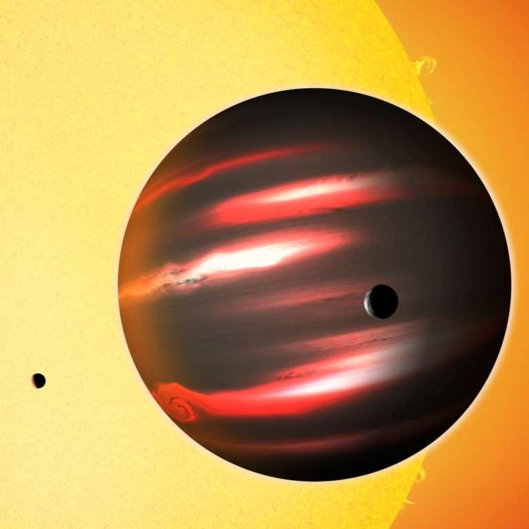 Une vue d'artiste de l'exoplanète TrEs-2b avec des lunes autour d'elle. © David A. Aguilar (CfA)
