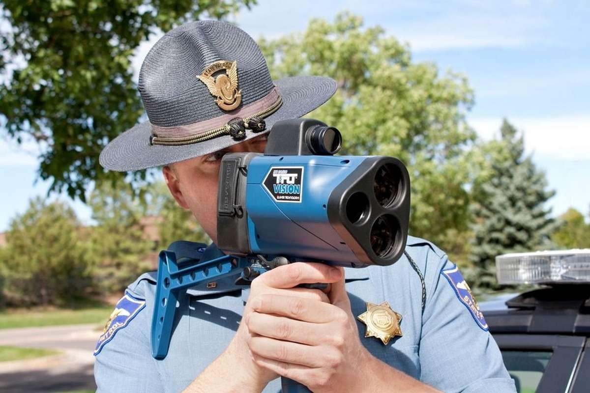La portée du radar-pistolet TruCam II est plus de deux fois supérieure à celle des équipements utilisés par les gendarmes français. © Laser Technology